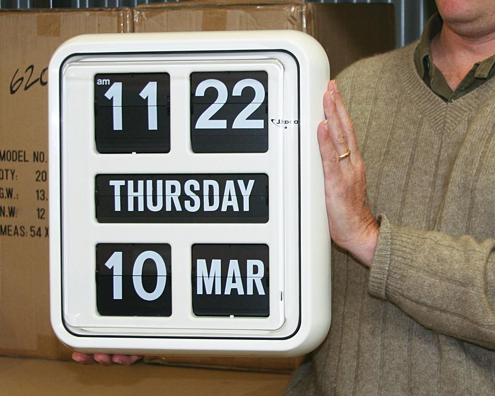 Jadco BQ170 Day of the Week Calendar Clock handheld